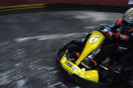 carrera de 20081105 - granada-España-karts en un circuito de karting indoor de granada Editorial