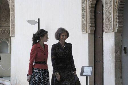 2008/01/31- Granada, España, la Reina Doña Sofía, acompañada por Asma al-Assad, esposa del presidente sirio, Bashar al Assad, la Alhambra de Granada
