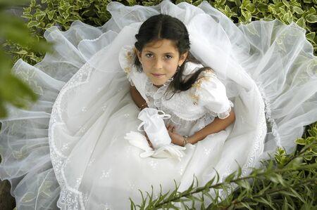 Niña con vestido primera comunión Foto de archivo - 9684628