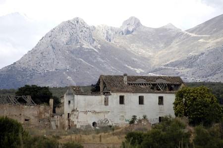 abandoned farmhouse abandoned farmhouse: abandoned farmhouse