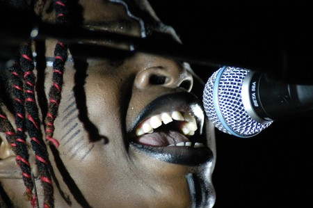 20070922-Granada-España- Singer, dancer and African percusionosta Dobet Gnahore Ivory Coast acting in concert in the city of Granada