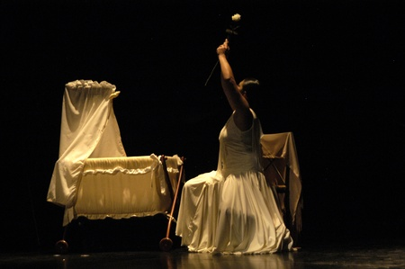 bailando flamenco: joven bailando flamenco