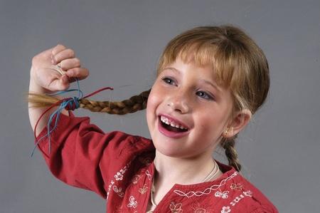 niña rubia sonriente photo