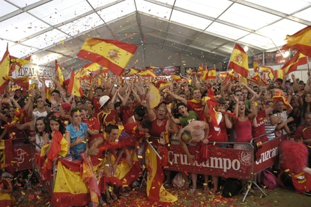 commotion: party world cup in which spain were crowned world champion, granada in the tent next to the palacio de congresos 07112010 Editorial