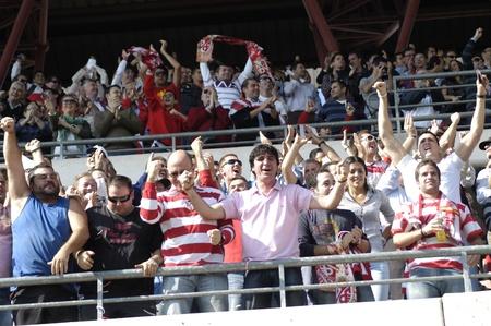 aficionados al fútbol en el estadio granada cármenes 05092010