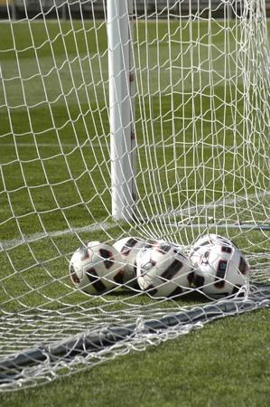Balón de fútbol en meta Foto de archivo - 9583731