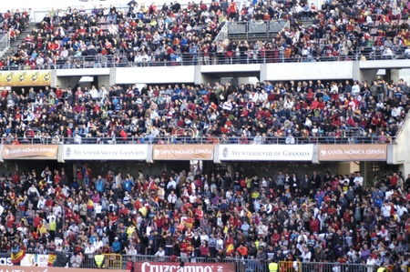 fanaticism: 20110324 - granada - spain - training open to the public of the spanish football stadium in grenada cármenes Editorial