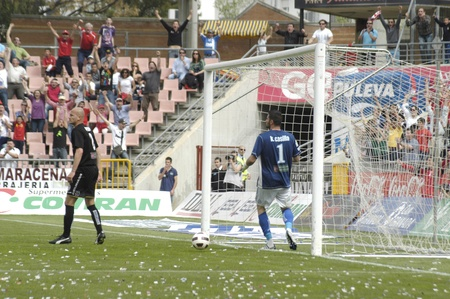 warning fans: football match between the second division granada cartagena cf and cf 2 goal of granada 02042011