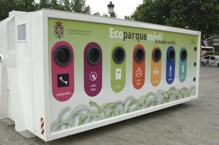 07/06/2011 - punto de reciclaje ecológico móvil de granada - España - en granada Foto de archivo - 9677987