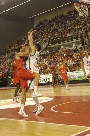 balon baloncesto: juego de baloncesto en la preparación para el euro a partir de la selección de baloncesto contra Eslovenia España 21-08-2011 Editorial