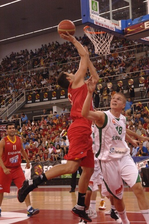 juego de baloncesto en preparación para el euro de la selección de baloncesto contra Eslovenia España 21/08/2011 Foto de archivo - 10340060