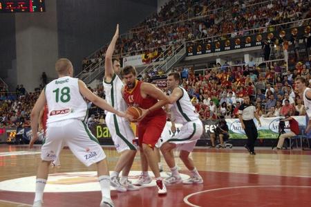 balon baloncesto: juego de baloncesto en la preparaci�n para el euro a partir de la selecci�n de baloncesto contra Eslovenia Espa�a 21-08-2011 Editorial