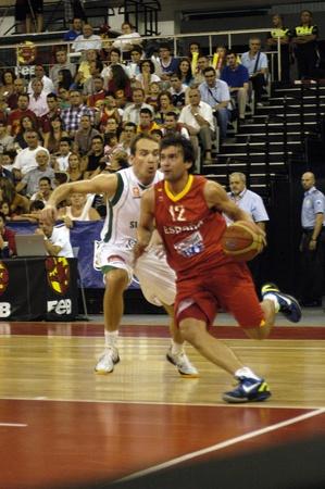 balon baloncesto: juego de baloncesto en preparación para el baloncesto euro entre la selección de España contra Eslovenia 21082011