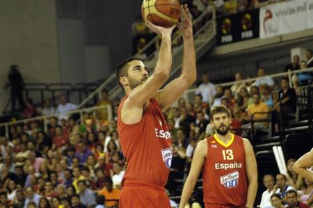 balon baloncesto: juego de baloncesto en la preparación para el baloncesto de euros entre la selección de España frente a Eslovenia 08212011 Editorial
