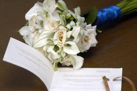 bruidsboeket: bruidsboeket en huwelijksuitnodiging