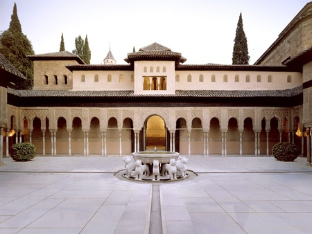 courtyard of the lions of the Alhambra in Granada. - 26-10-2011