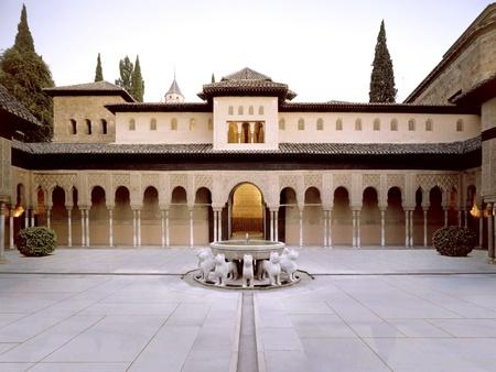 patio de los leones de la Alhambra de Granada. - 26-10-2011 Editorial