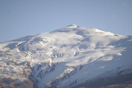 vista de Sierra Nevada con el pico nevado del Caballo Foto de archivo