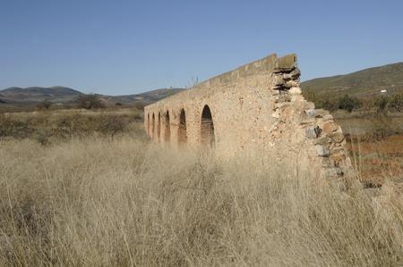 vista de la antigua zijancos Acueducto romano, en el pueblo de Cozvijar, en la provincia de Granada. 26112011