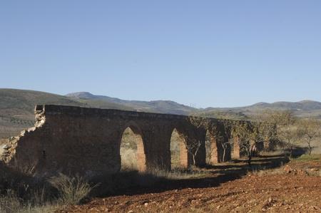 vista de la zijancos antiguo acueducto romano, en el pueblo de Cozvijar, en la provincia de Granada. 26112011 Editorial