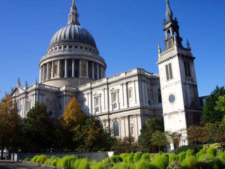 st pauls cathedral: St Pauls Cathedral in Autumn, london