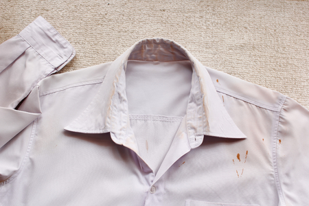 white color: stains on shirts