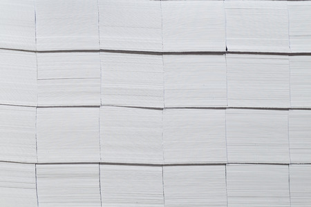 Close-up stacks of white paper. The pre-cut cards from thick paper. Banque d'images
