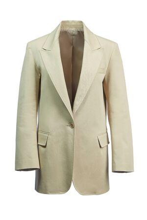 Elegante Damenjacke aus dickem beigefarbenem Stoff, isoliert auf weißem Hintergrund.