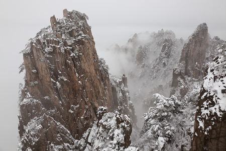 Snow, Huangshan or Yellow Mountains, Anhui Province, China 版權商用圖片