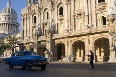 Havana, Cuba - March 2006: El Capitolio and Gran Teatro de La Habana Alicia Alonso 版權商用圖片 - 83053233
