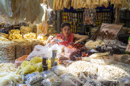 Bangkok, Thailand - February 2013: Food stall, Chinatown, 版權商用圖片 - 83053268
