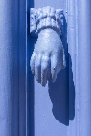 Door knocker in the form of hands, Algarve, Portugal 版權商用圖片