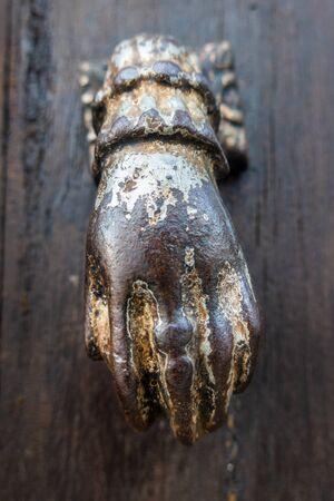 Door knocker in the form of a hand, Algarve, Portugal 版權商用圖片