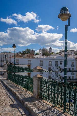 Bridge over the River Gilao in Tavira, Eastern Algarve, Algarve, Portugal, 新聞圖片