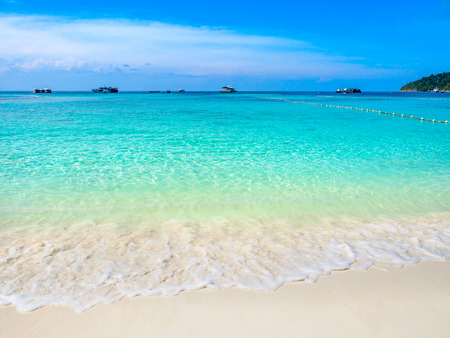 Turquoise sea wave and white sand beach with clear blue sky in sunny summer day at Koh Lipe,Thailand. 스톡 콘텐츠