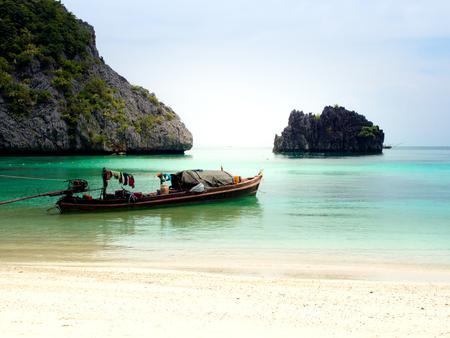 Fisher man's boat in the blue sea of Horse shoe Island in Myanmar. Reklamní fotografie