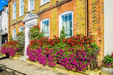 England Henley on Thames Sept 27 2016 red brick house with beautiful hanging baskets and window box Archivio Fotografico