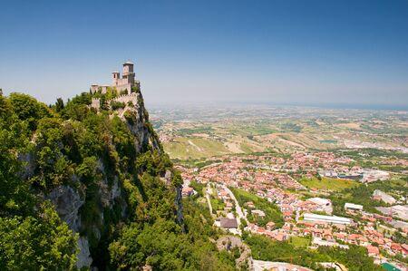 sammarinese: Prima Torre Guaita vista orizzontale a Repubblica di San Marino Archivio Fotografico