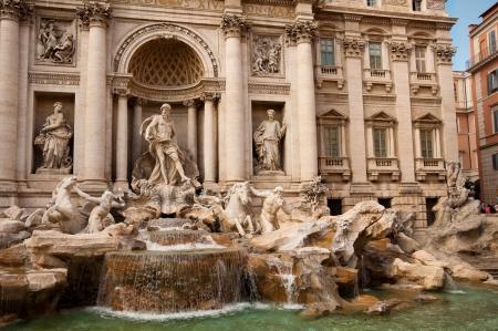 fontana: Fontana di Trevi right side - Roma - Italy Editorial