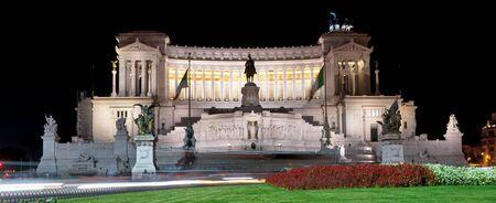 vittorio emanuele: Monument to Vittorio Emanuele II at night in Roma - Italy