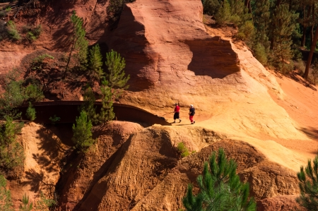 Two turist walking on Le Sentier des Ocres in Roussillon - France