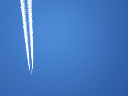 contrail: Airplane contrail