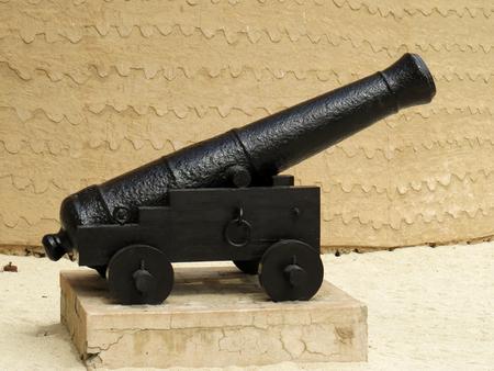 gunpowder: Old cannon