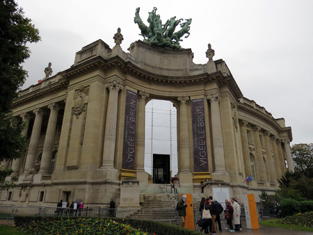 des: Grand Palais des Champs-Elysees - Paris, France