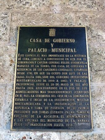 Board about the home of the government of Cuba and municipal palace in Havana Redakční