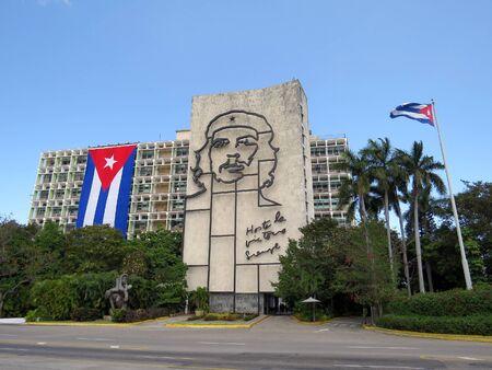Ernesto Guevara face on government building, Havana - Cuba Redakční