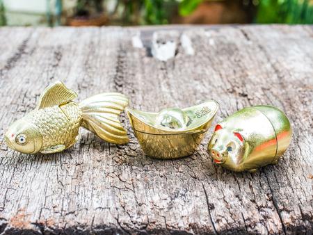 ingot: Goldfish Gold pig and Gold ingot