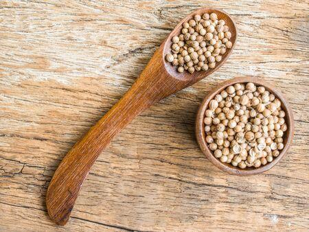 coriander seeds: Dried coriander seeds