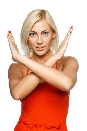 mani incrociate: Giovane donna rendendo fermata gesto su sfondo bianco
