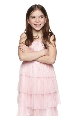 petite fille avec robe: Souriant petite fille en robe rose en regardant l'espace copie vierge